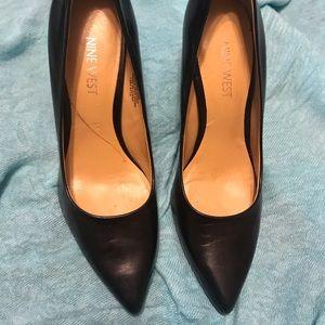Black leather Nine West heels